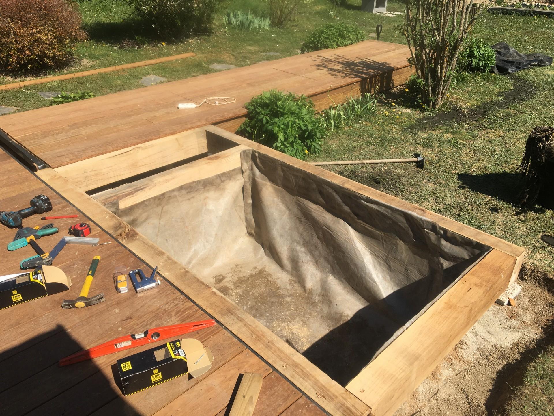 réalisation du  bassin. Terrasse bois à FAVERGES
