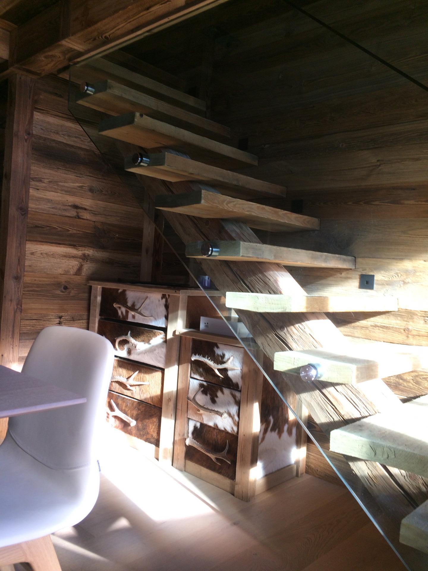 réalisation d'un escalier vieux bois